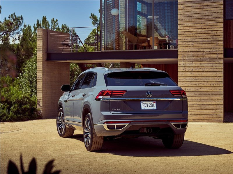 Volkswagen Atlas Cross Sport 2020 вид сзади