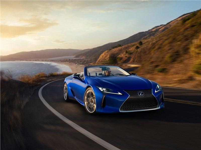 Lexus LC 500 Convertible 2021 вид спереди
