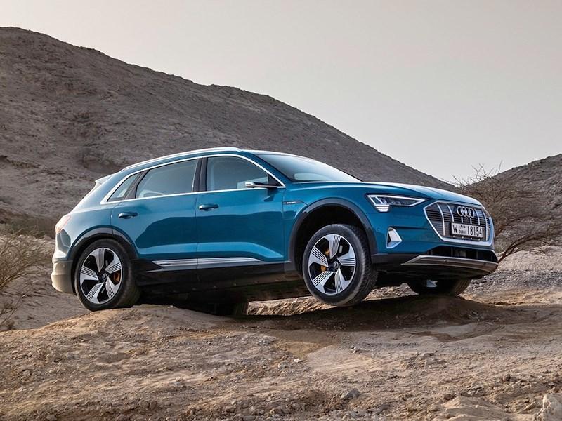 Audi улучшила электрические кроссоверы e-tron