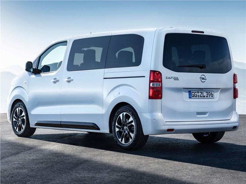 Opel Zafira Life 2020 вид сзади