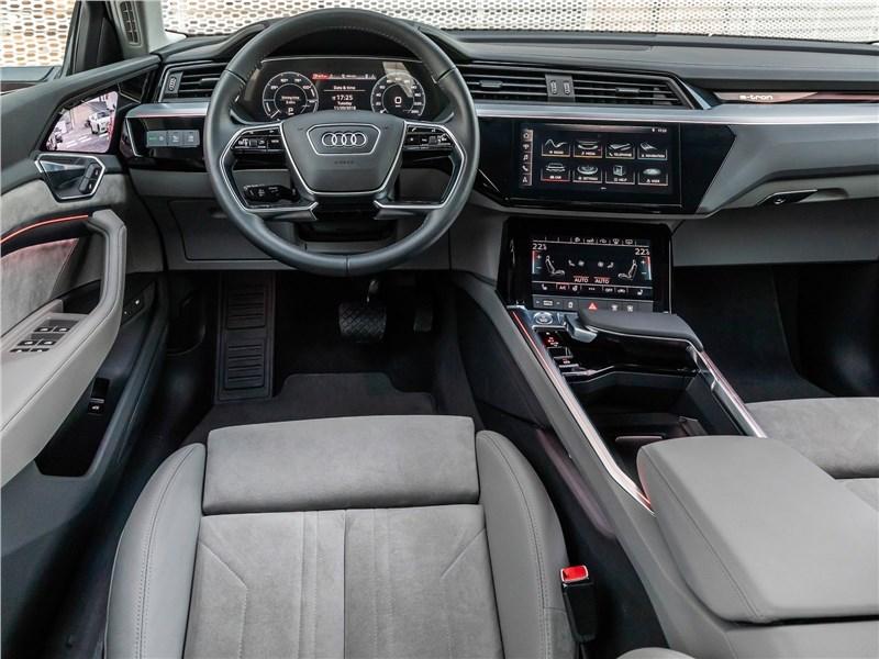 Audi e-tron 2020 салон