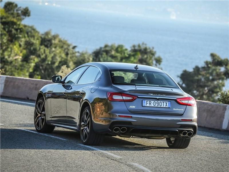Maserati Quattroporte 2019 вид сзади