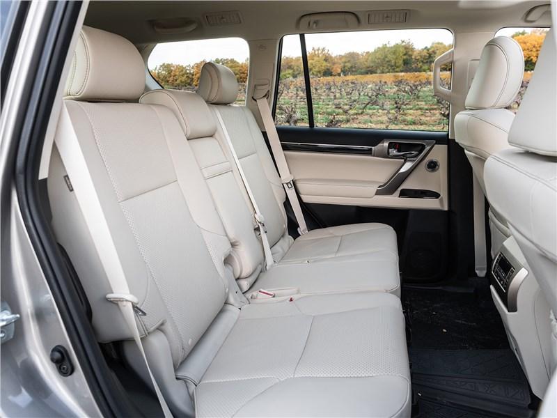 Lexus GX 2020 задний диван
