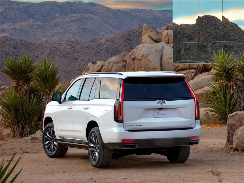 Cadillac Escalade 2021 вид сзади