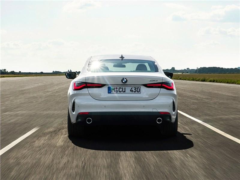 BMW 4-Series Coupe 2021 вид сзади