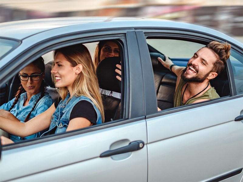 Открывать окна автомобиля во время движения - вредно!