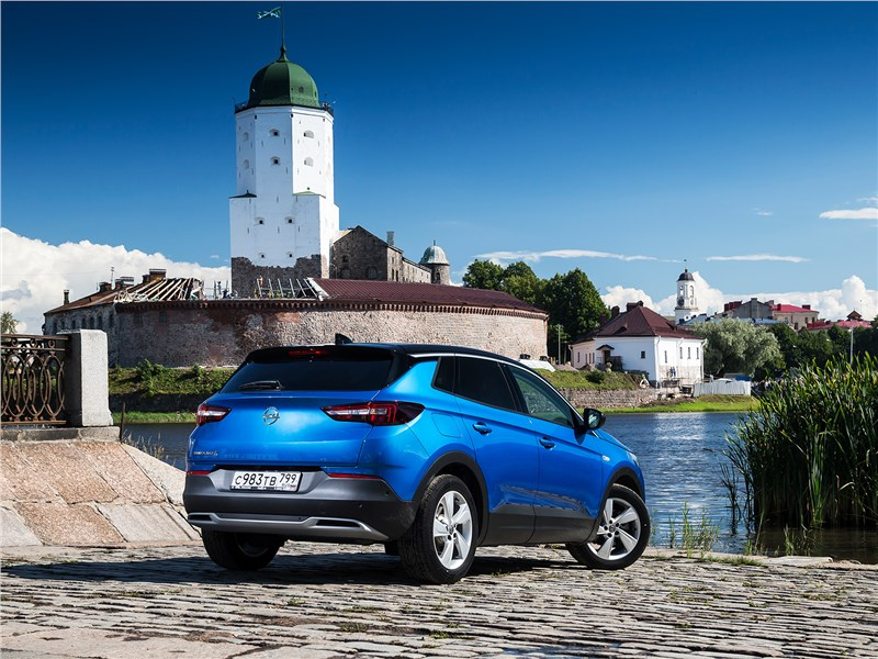 Opel Grandland X 2018 вид сзади