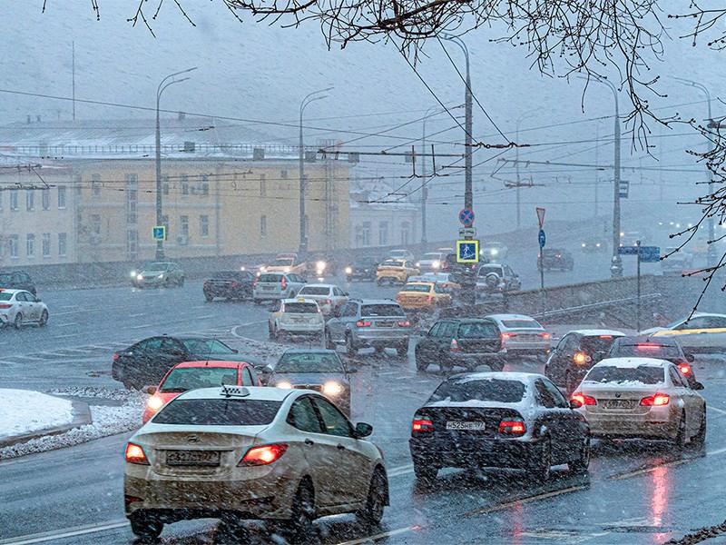 Московских водителей предупредили о первом снеге