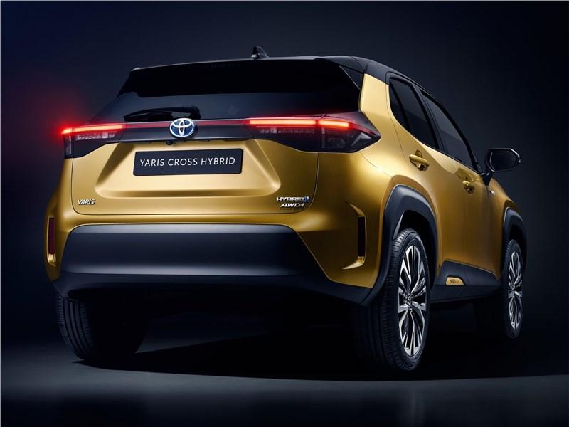 Toyota Yaris Cross (2021) вид сзади