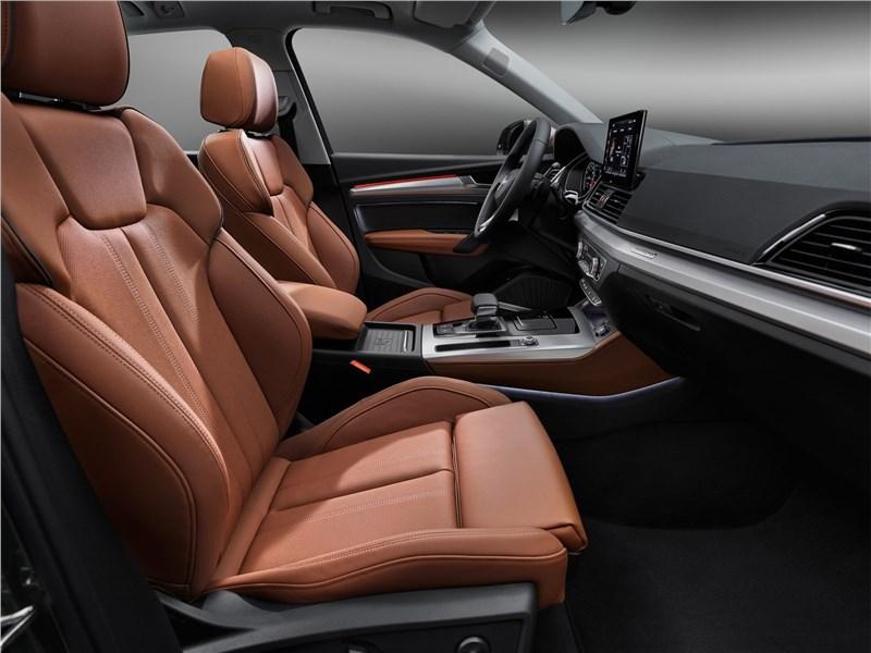 Audi Q5 (2021) передние кресла