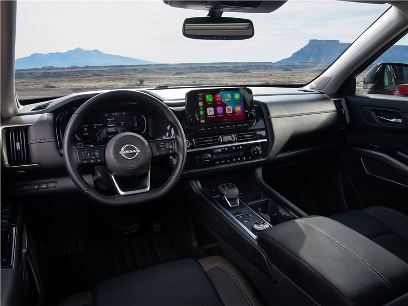 Nissan Pathfinder (2022) салон