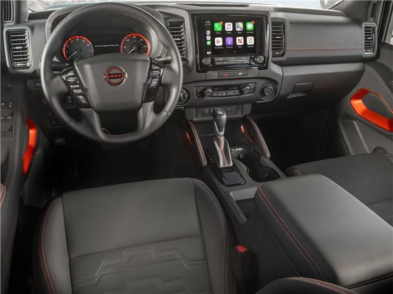 Nissan Frontier (2022) салон