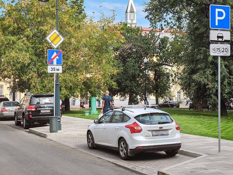 Городские парковки отдадут под летние кафе