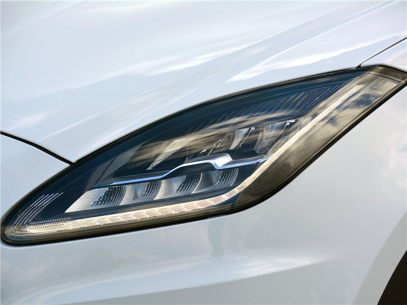 Jaguar E-Pace (2018) передняя фара
