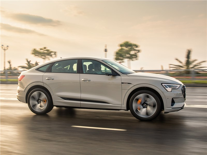 Audi e-tron Sportback (2021) вид сбоку