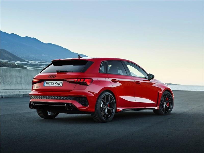 Audi RS3 (2022) вид сзади