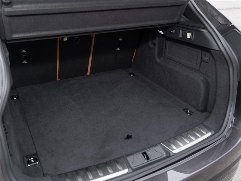 Jaguar F-Pace (2021) багажное отделение