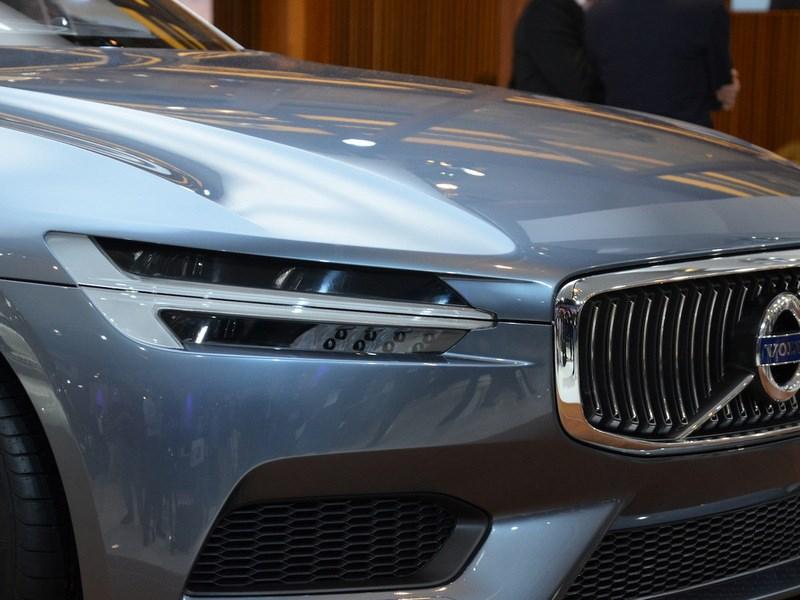 Новое поколение кроссовера Volvo ХС90 появится на свет осенью будущего года