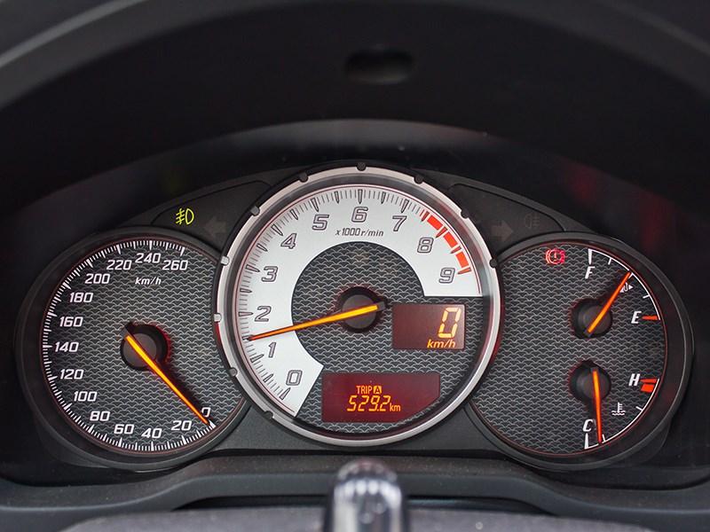 Toyota GT86 2012 приборная панель