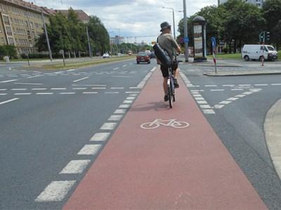 На российских дорогах появятся полосы и дорожки для движения велосипедистов