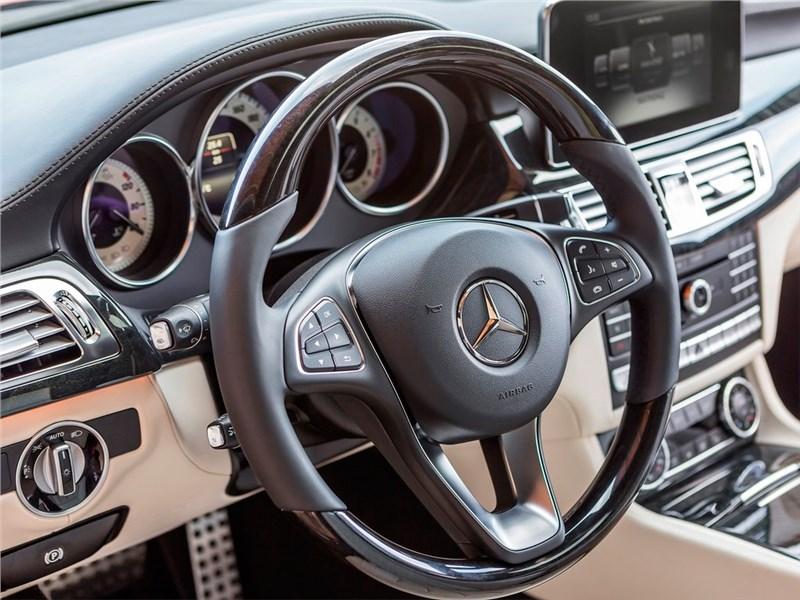 Mercedes-Benz CLS-Klasse 2015 место водителя