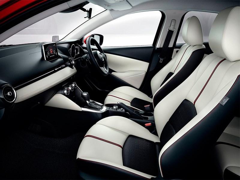 Mazda 2 2015 передние кресла