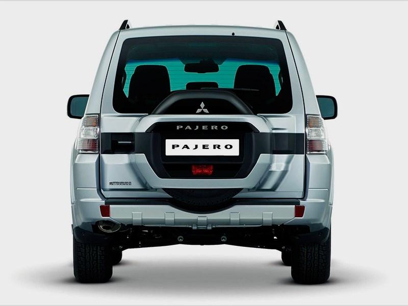 Mitsubishi Pajero 2015 вид сзади