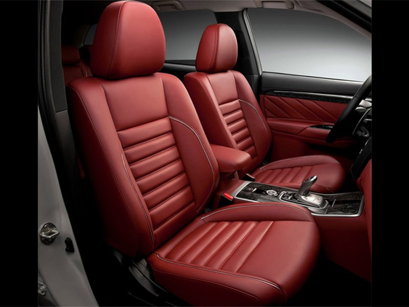 Mitsubishi Outlander PHEV Concept-S 2014 передние кресла