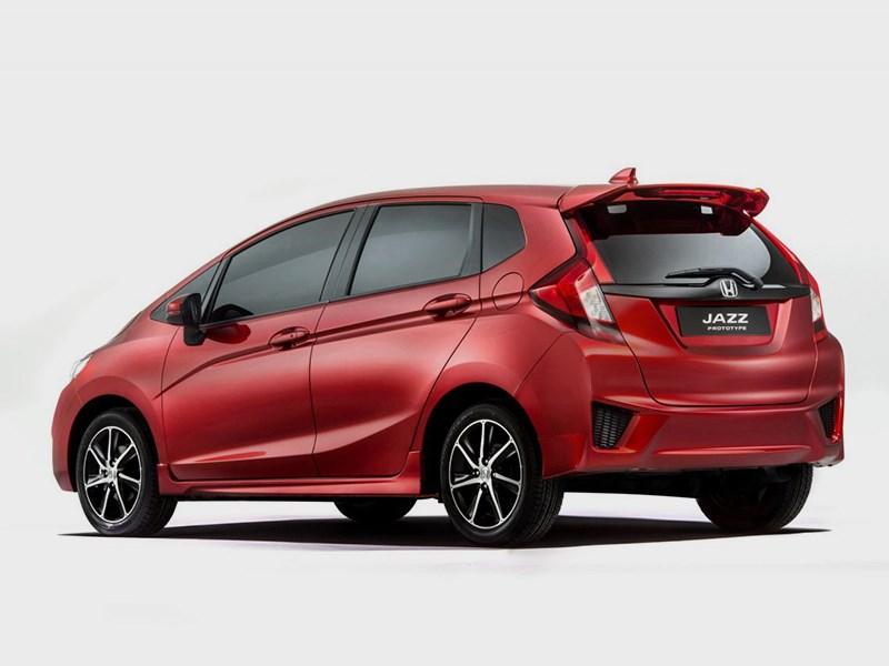 Honda Jazz 2015 вид сзади сбоку
