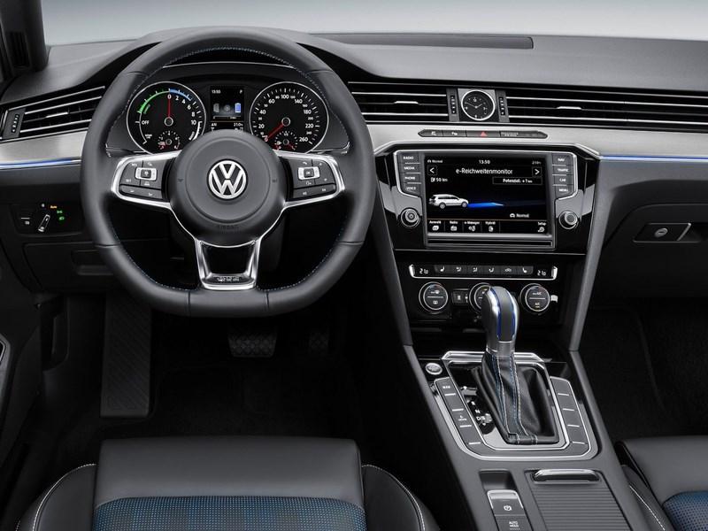 Volkswagen Passat GTE 2015 водительское место