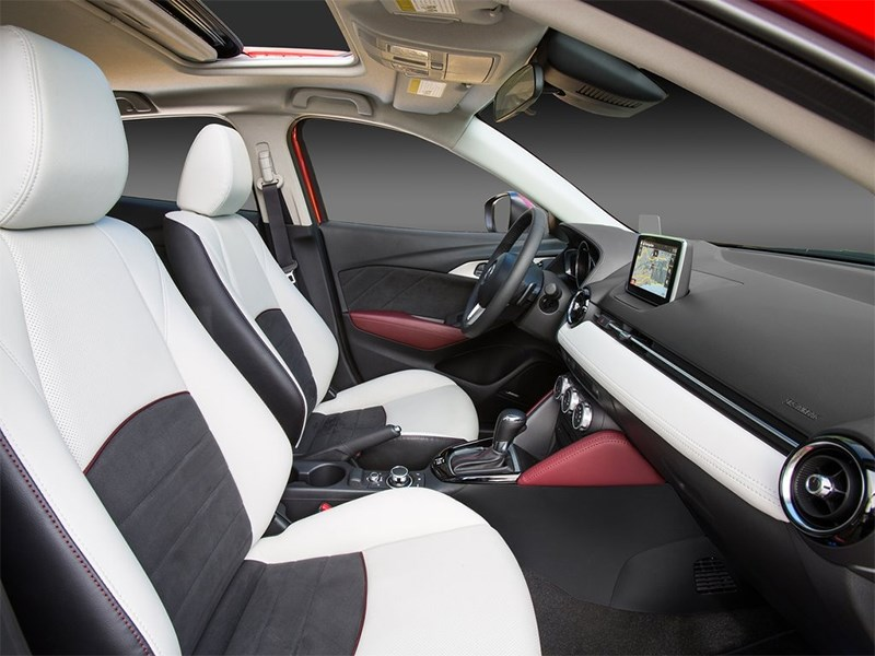 Mazda CX-3 2015 передние кресла