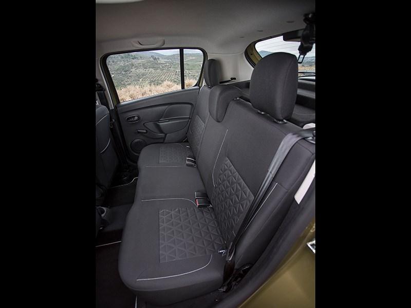 Renault Sandero Stepway 2015 задний диван