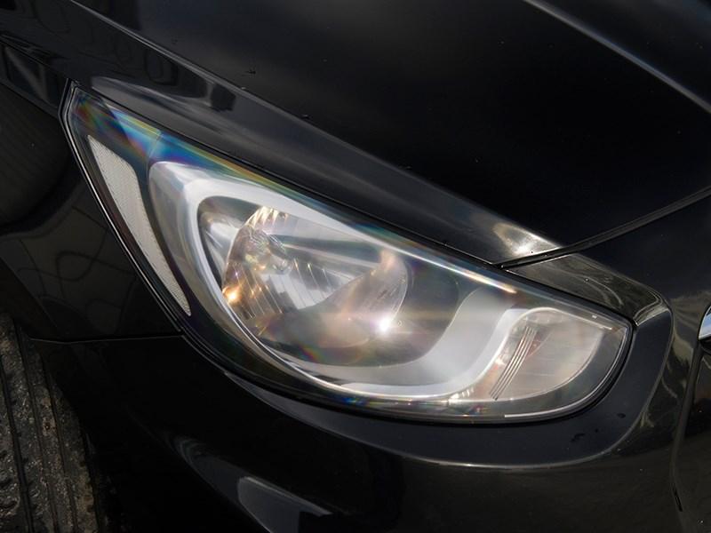 Hyundai Solaris 2012 передняя фара
