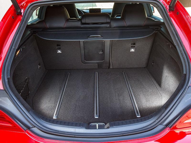 Mercedes-Benz CLA Shooting Brake 2016 багажное отделение