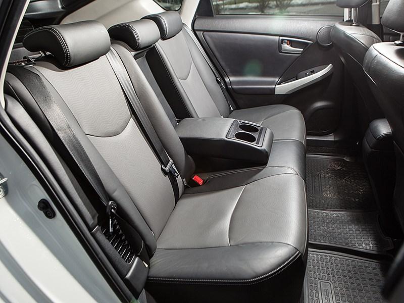 Toyota Prius 2015 задний диван