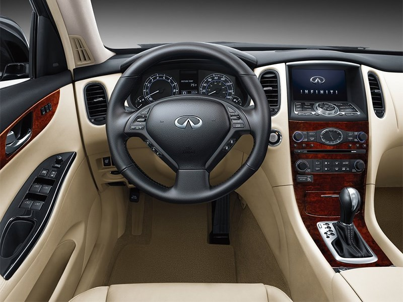 Infiniti QX50 2016 водительское место