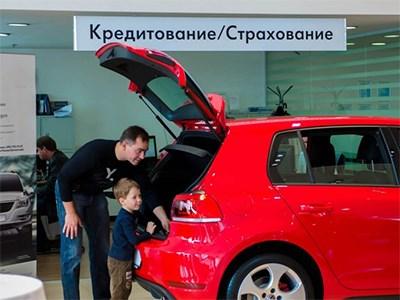 Продажи петербургских автодилеров упали на 35,7%