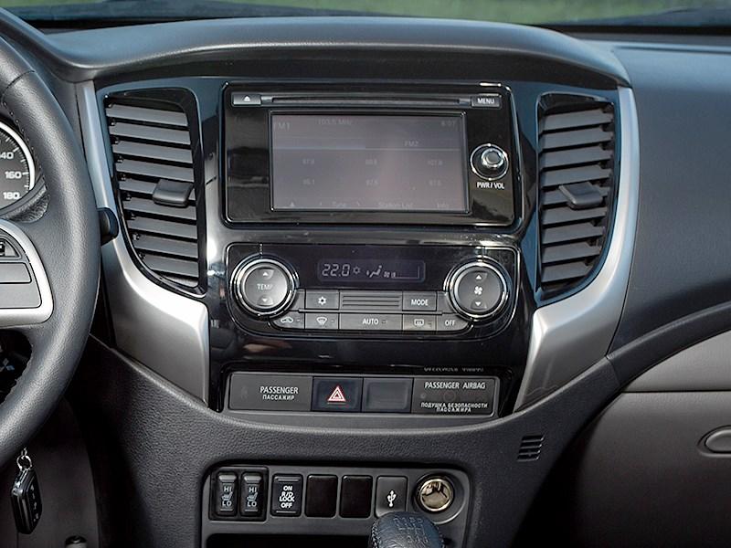 Mitsubishi L200 2015 центральная консоль