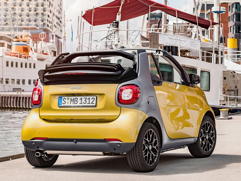 Smart ForTwo Cabrio 2016 вид сзади
