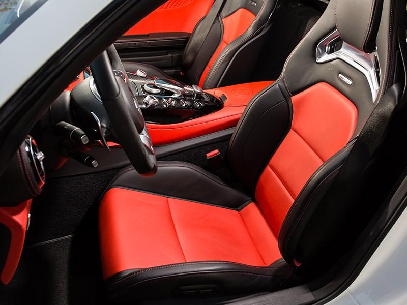 Mercedes-AMG GT S 2015 передние кресла