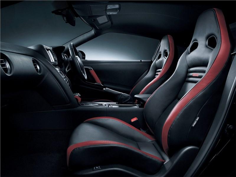 Nissan GT-R 2010 кресла