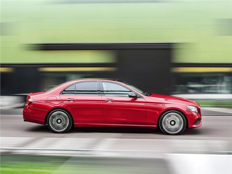 Mercedes-Benz E-Klasse 2017 вид сбоку