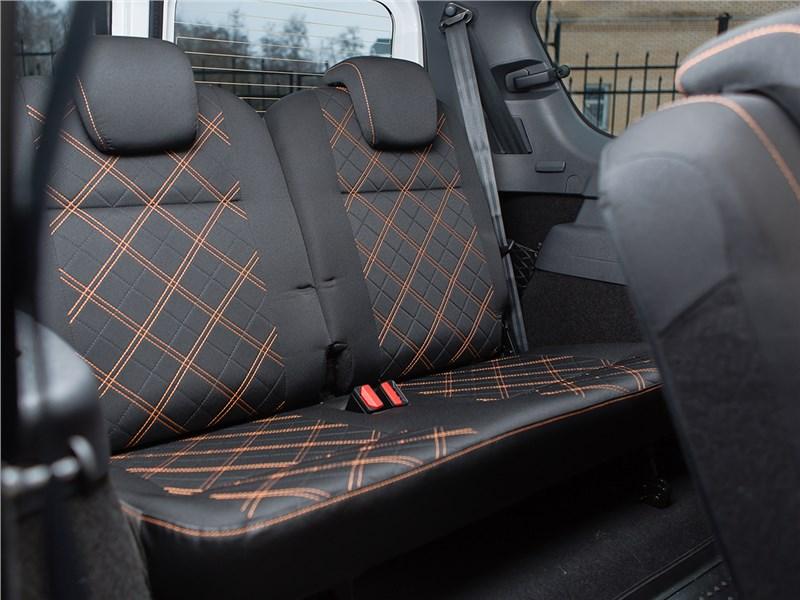 Lada Largus Cross 2014 задний диван