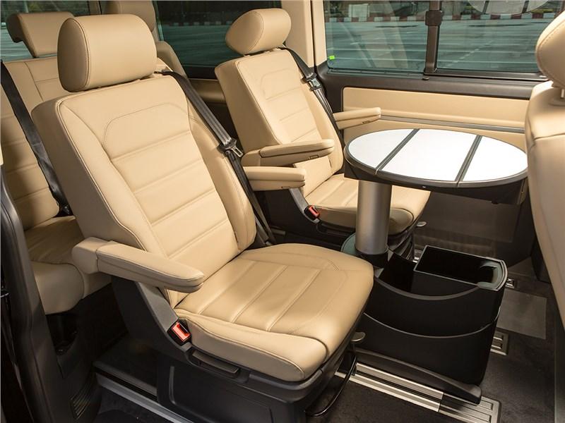 Volkswagen Multivan 2015 средний ряд