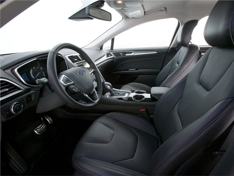 Ford Fusion 2012 передние кресла