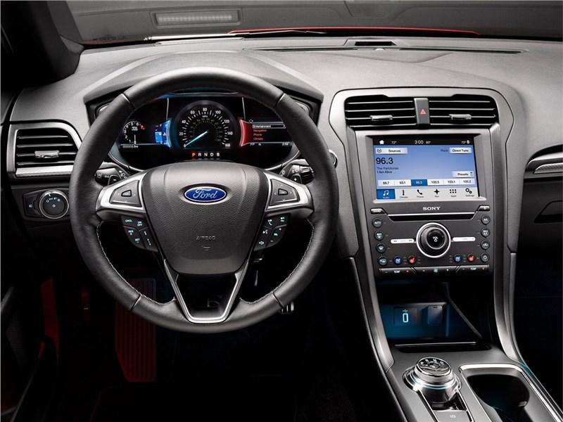 Ford Fusion 2016 водительское место