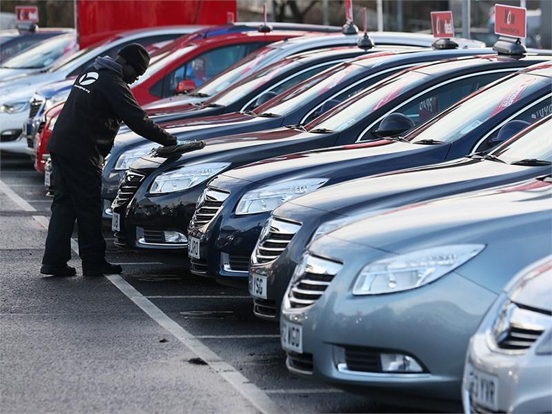 Авторынок США установил новый максимум средней суммы кредита на новый автомобиль