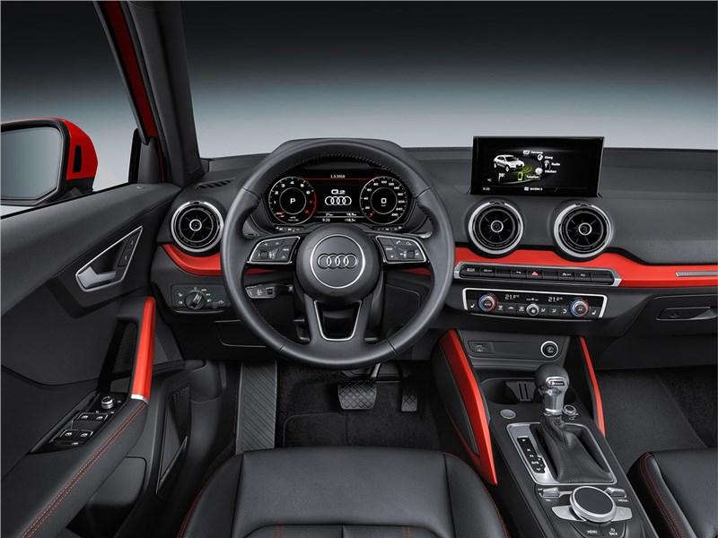 Audi Q2 2017 водительское место