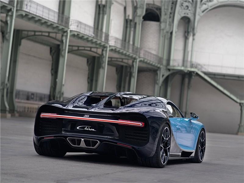 Bugatti Chiron 2017 вид сзади