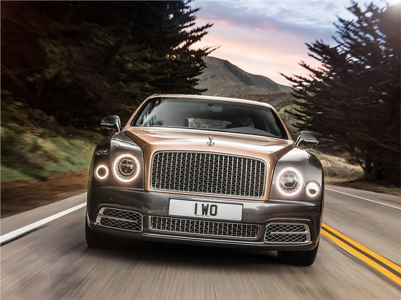 Bentley Mulsanne EWB 2017 вид спереди